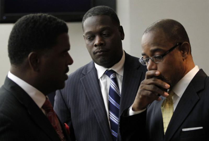 Heath Harris (l), Dallas D.A. Craig Watkins (middle) and defense attorney Scottie Allen consulting during Watkins' contempt of court hearing in Dallas