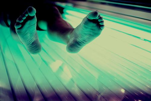 New state law bans those under 18 from using UV tanning beds at Texas salons.