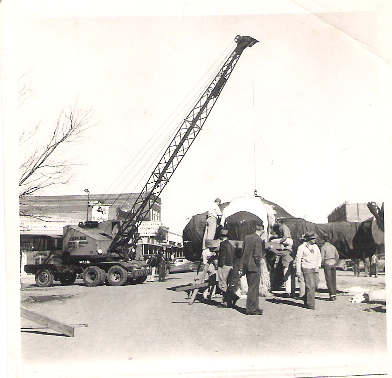 Here's a look at how Santa was installed in Kerens. He stayed in Kerens in 1949 and 1950.