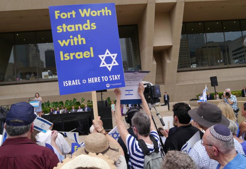 A pro-Israel rally at Dallas City Hall, was organized by the Jewish Federation of  Greater Dallas.