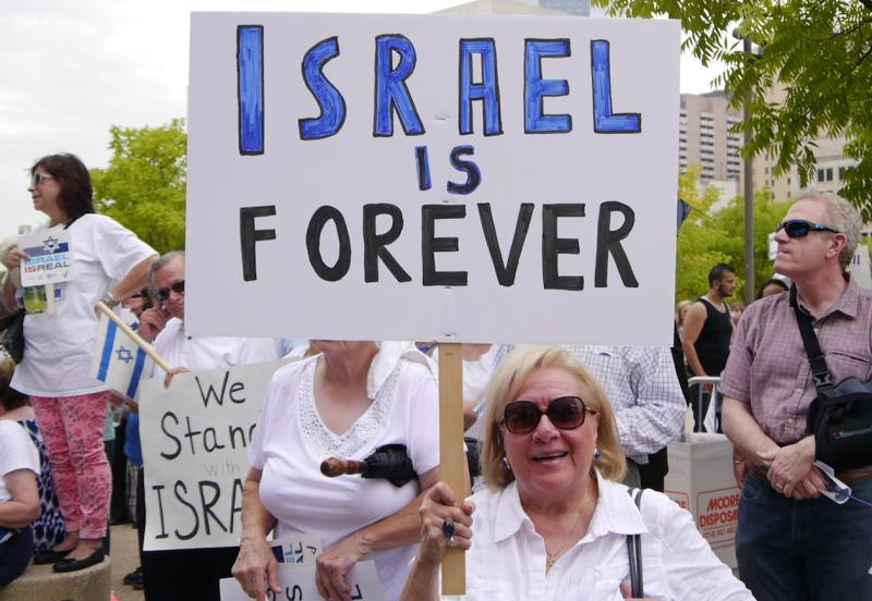 A pro-Israel supporter at a rally today at Dallas City Hall.