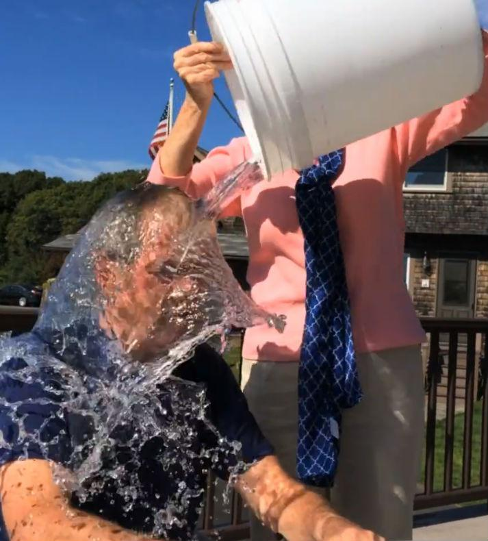 Former president George W. Bush took the ALS ice bucket challenge -- Laura Bush dumped the ice water on him.
