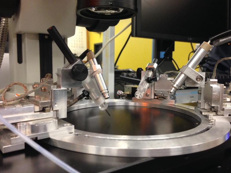 This nanomanipulator detects and analyzes chemicals on the nanoscale.