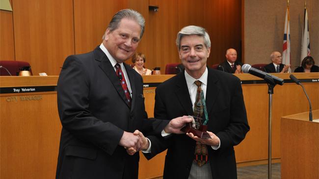 Arlington Mayor Robert Cluck presents a volunteerism award to  Victor Vandergriff in 2011.