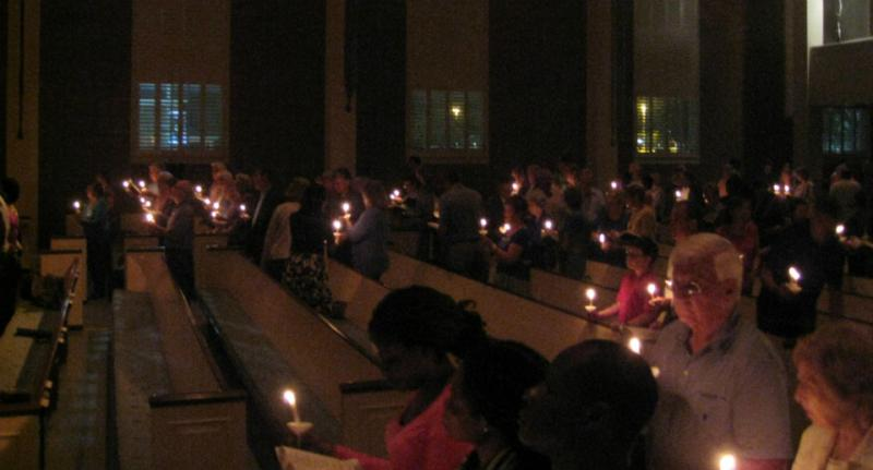 More than a hundred joined what became a memorial service for Dallas Ebola victim Thomas Eric Duncan Wednesday night at Wilshire Baptist Church