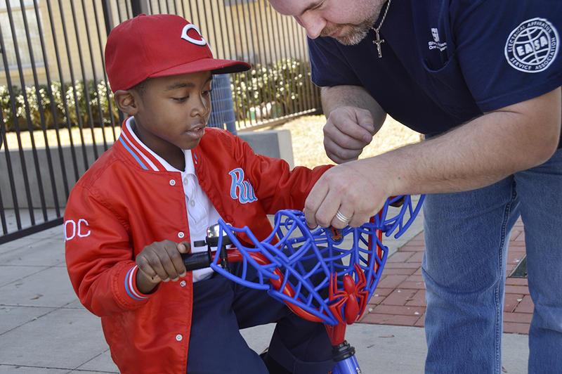 Michael Rogers shows Jayden how his bike basket works.
