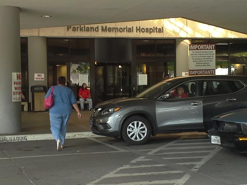 The main entrance to Parkland Memorial Hospital, built in 1954 and expanded in the mid-1960s. It's now home to clinics and the hospital pharmacy and laundry. Patients, most doctors and medical staff now reside in the New Parkland across the street.