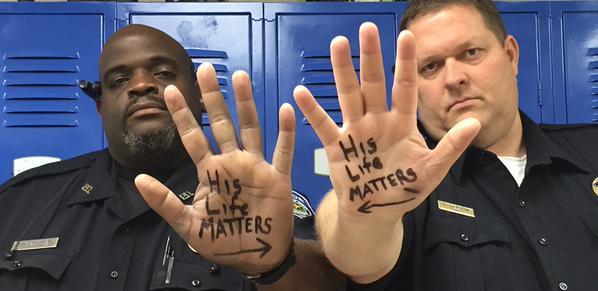 This picture of two Trinity police officers in East Texas has gone viral.