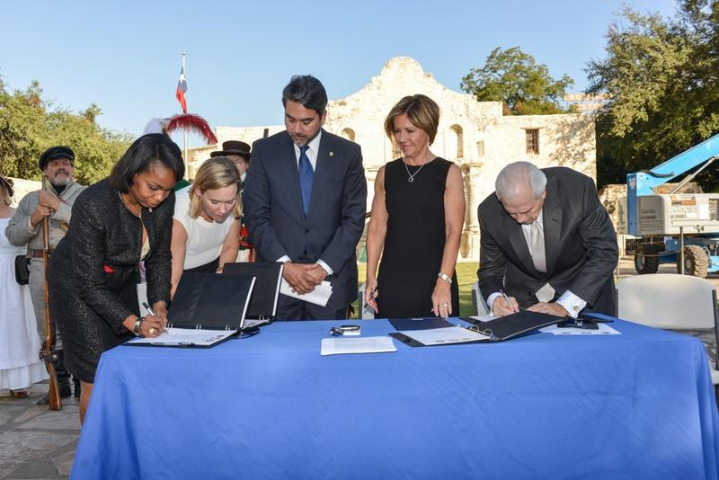 From left: San Antonio Mayor Ivy Taylor; Anne Idsal, chief clerk of the Texas General Land Office; San Antonio City Councilman Roberto Trevino; San Antonio City Manager Sheryl Sculley; and Gene Powell of the Alamo Endowment Board.