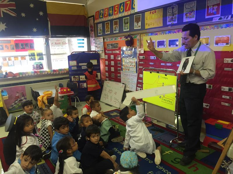 Jorge Ruiz, a Dallas pre-K bilingual teacher, helps students develop their oral language skills by teaching them how to speak in complete sentences.