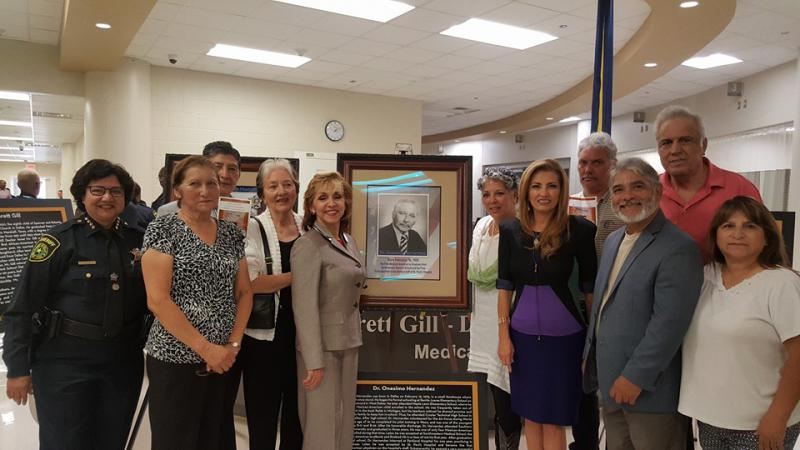 Attendees of the dedication stand around a portrait of Dr. Onésimo Hernández.