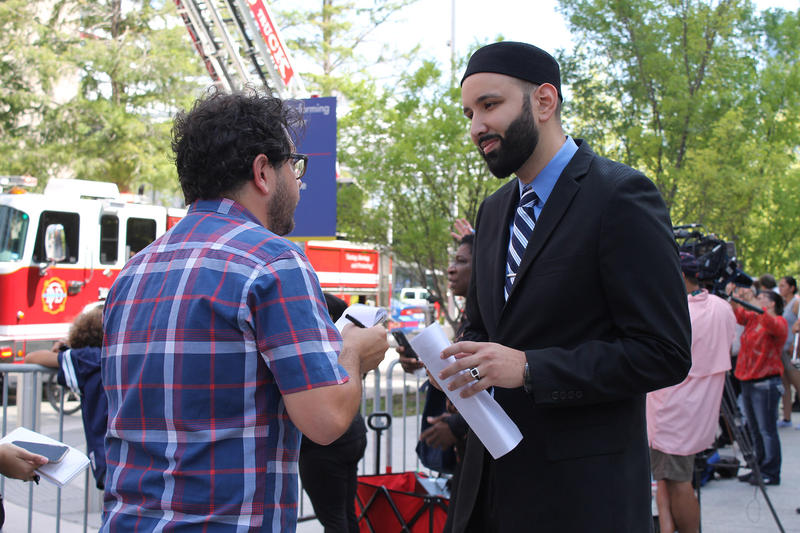 Omar Suleiman talked to a man outside.