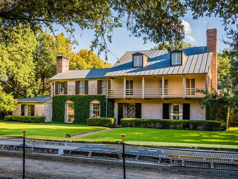 The Williams house was designed by architect David R. Williams in 1932 for University Park Mayor Elbert Williams. The house is an example of the Texas Regionalism style and will be coming up for auction soon.