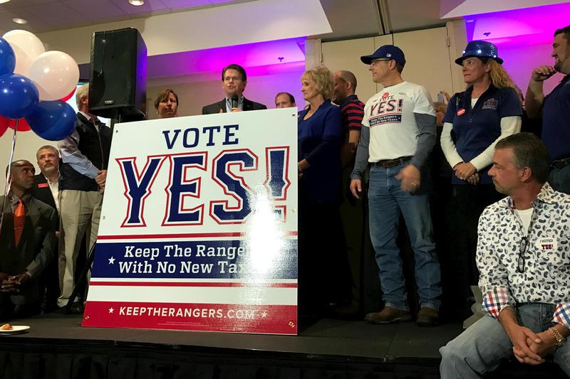 Arlington Mayor Jeff Williams thanks supporters and volunteers.