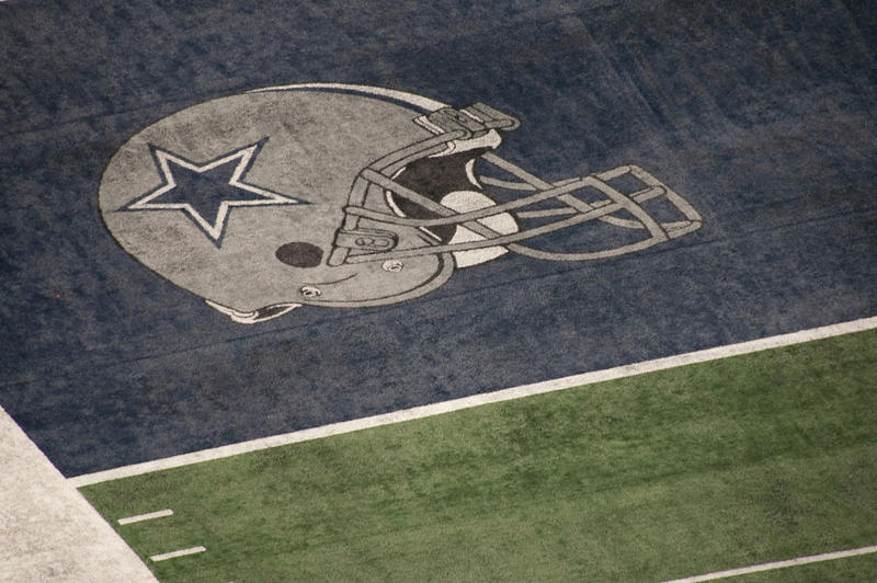 Super Bowl ticket prices plummet after Dallas loses to Green Bay in the NFC divisional playoff on Sunday.