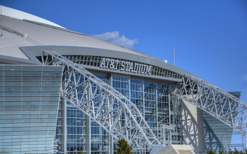 The Dallas Cowboys want to host the 2018 NFL Draft both at the AT&T Stadium in Arlington and The Star in Frisco, according to SportsDay.