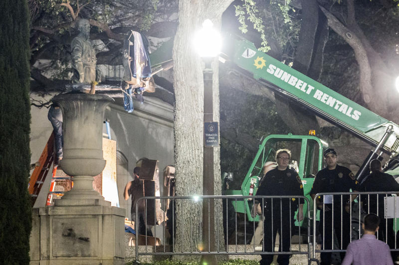 A statue of Robert E. Lee is removed from the South Mall of UT-Austin campus overnight Sunday.