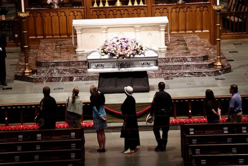 Mourners pay their respects to former first lady Barbara Bush at St. Martin's Episcopal Church in Houston on April 20, 2018.