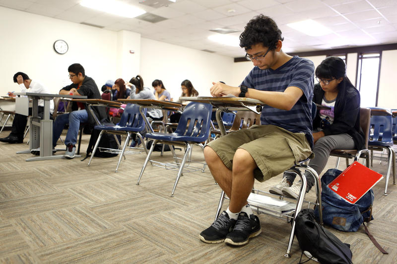 High school students take a quiz during a history class at Eastfield College in Mesquite, Texas, in May 2016.
