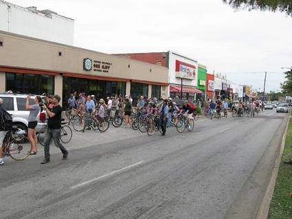 Cyclovia de Dallas closes the Houston Street Viaduct to motor traffic Saturday.
