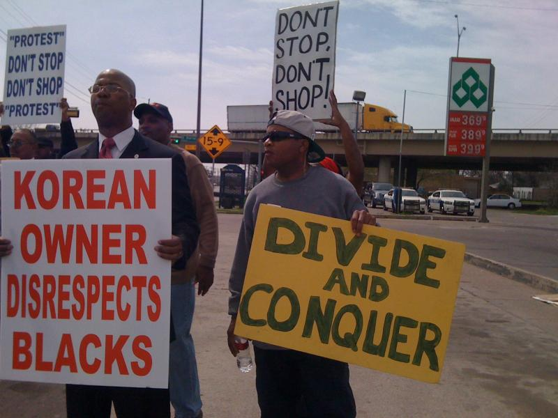 Nation of Islam Minister Jeffrey Muhammed, left, led a protest Thursday at a South Dallas Diamond Shamrock station.