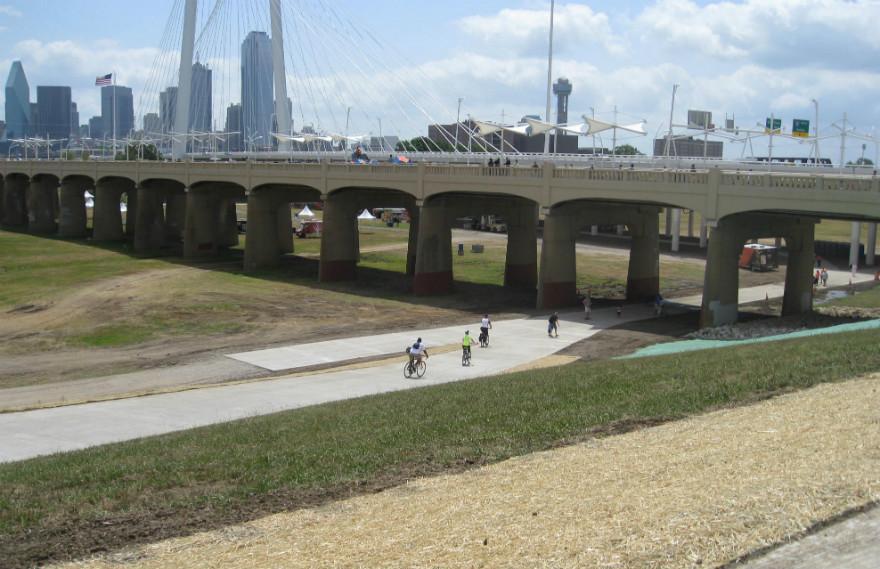 It S Fabulous Dallas Continental Bridge Reopens As A Park No