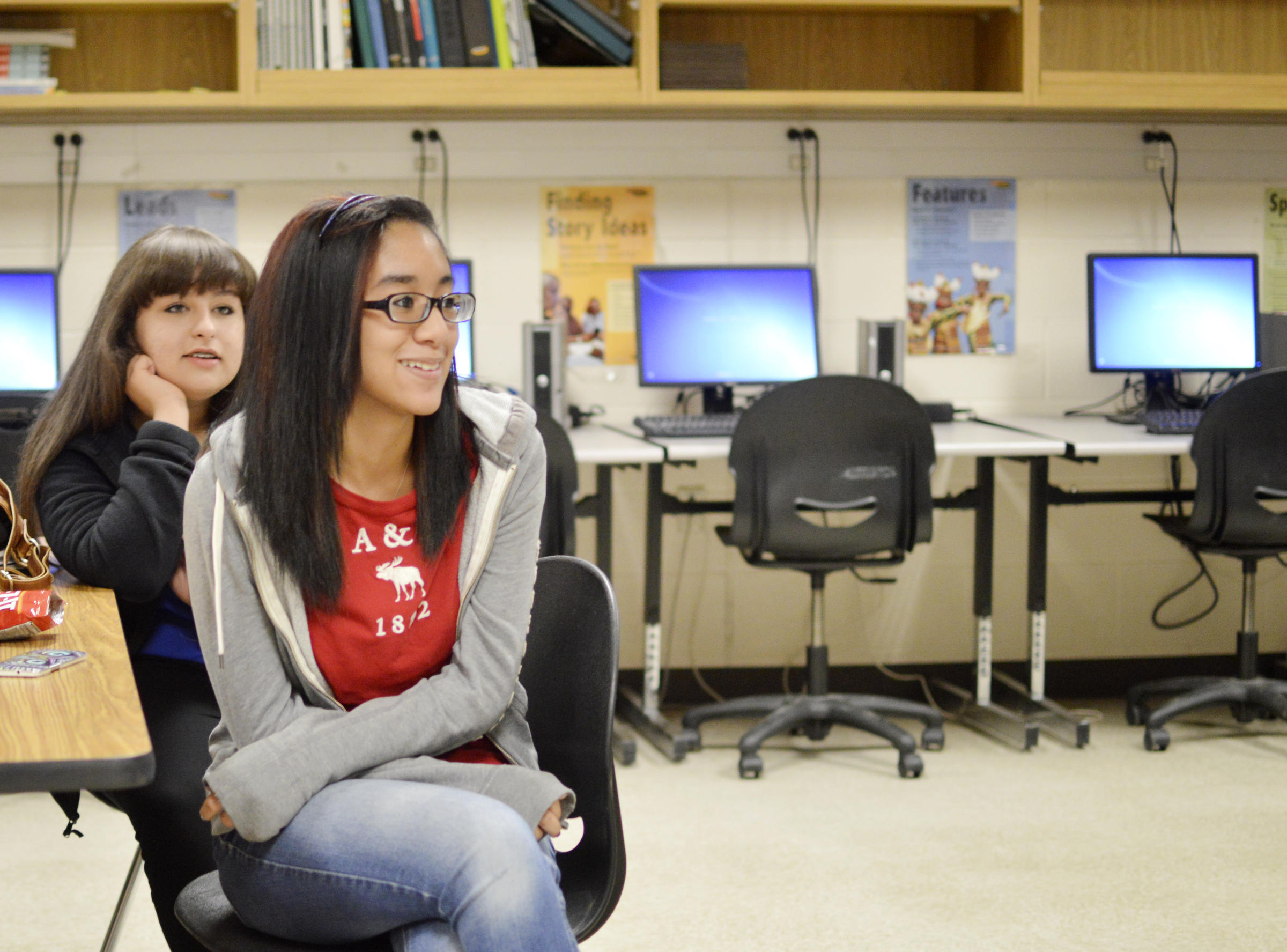in north texas many teenage workers are making more than minimum jaede del right and her classmate gwen voss both work after school and make above minimum wage