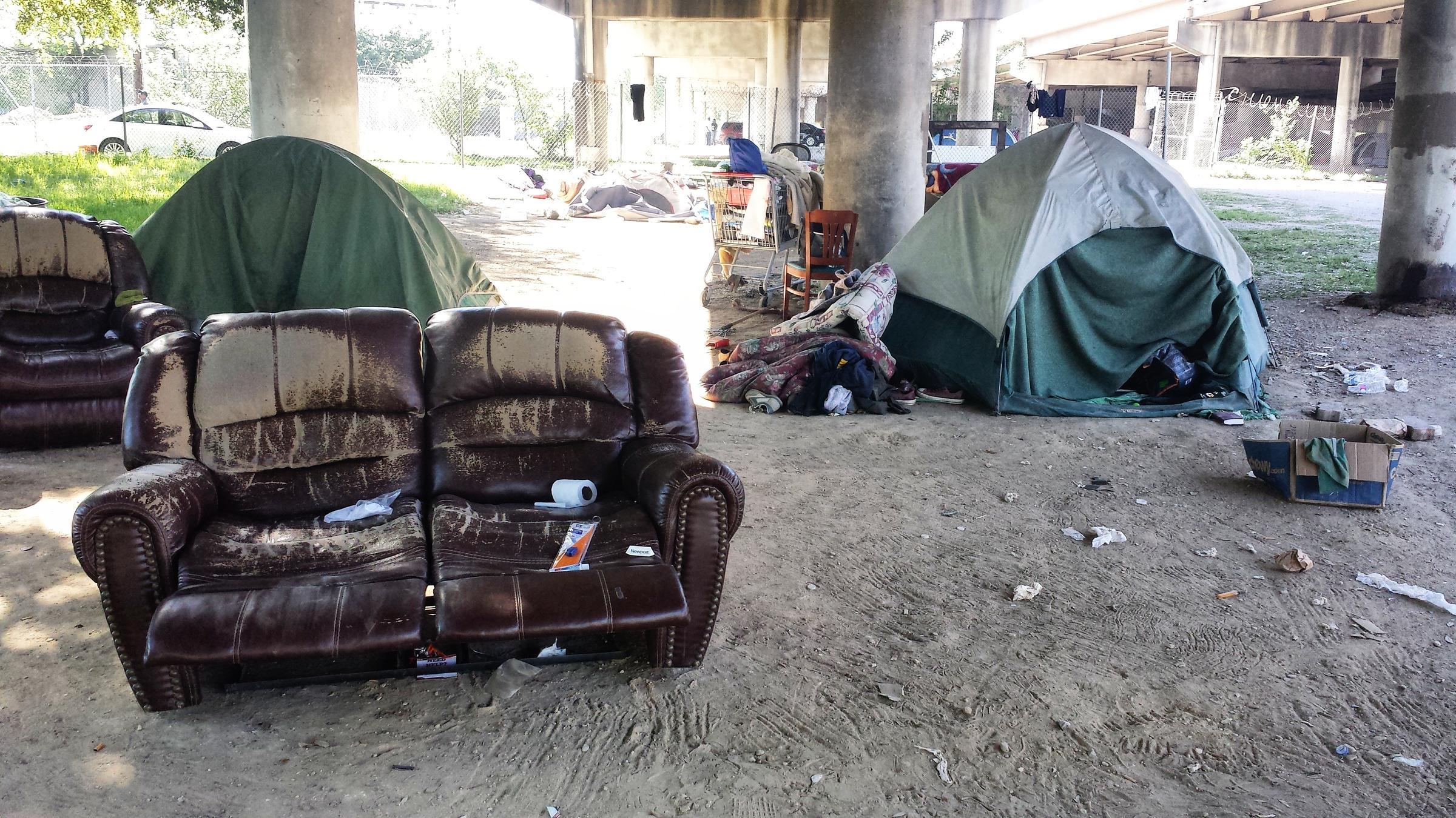 As tent city closes dallas homeless prepare for life from under as tent city closes dallas homeless prepare for life from under the highway kera news aiddatafo Images