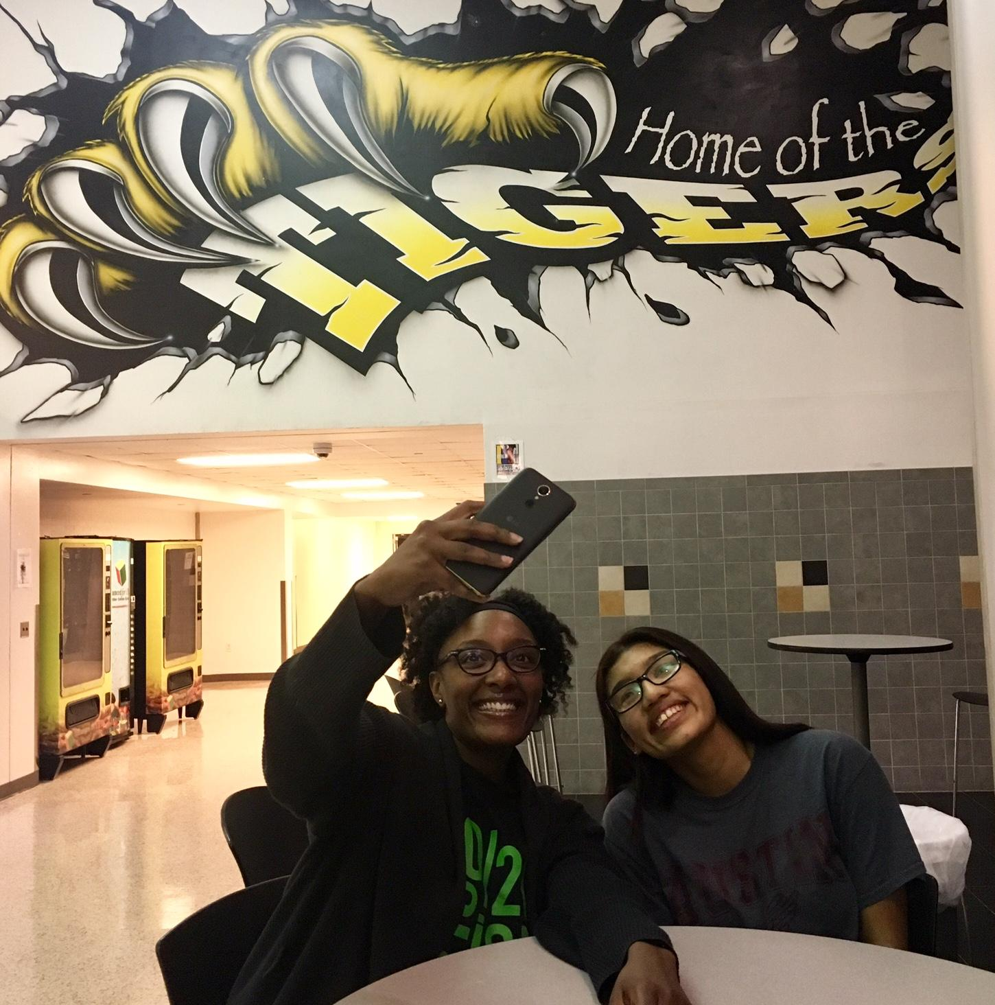 Dallas Mentoring Program Embraces Texting Social Media To Stay