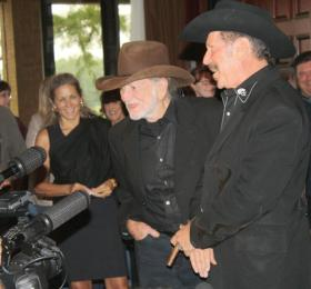 Willie Nelson campaigning for Kinky Friedman during a 2009 stop in Plano.