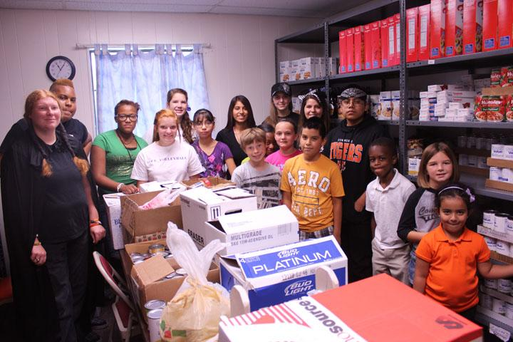Commerce ISD students help fill pantry