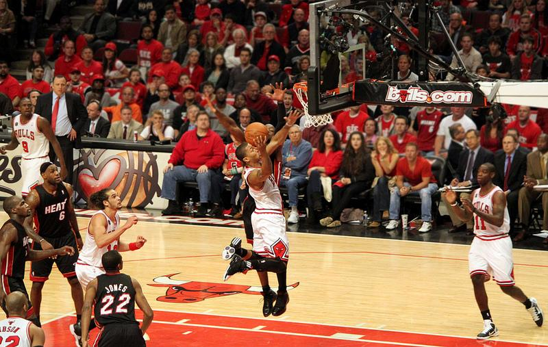 Derrick Rose dunks on the Heat