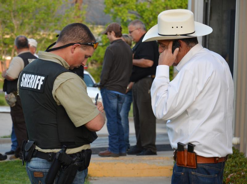 Delta Co. Sheriff Ricky Smith consults with a deputy during this morning's roundup.