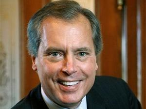 Lt. Gov. David Dewhurst's campaign hits a bump in the road as two of his political aides leave his campaign.