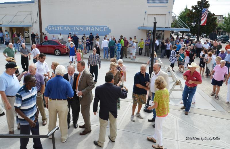 Members of the community celebrated the centennial of Sulphur Springs City Hall.