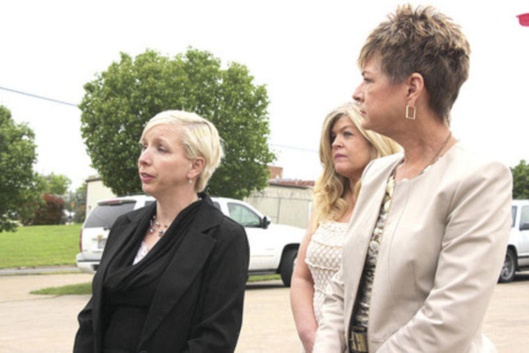 Deanna Robinson (left) speaks to the press alongside her legal team during a protest in front of the Hunt County Sheriff's Office in 2015.