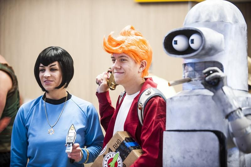 Fry and Bender hobnob with a Vulcan
