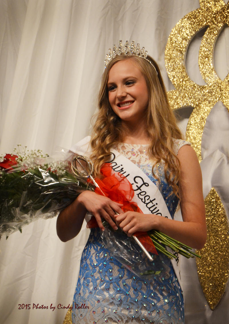 2015 Queen Sidney Dietze takes her place at the throne for Hopkins County.