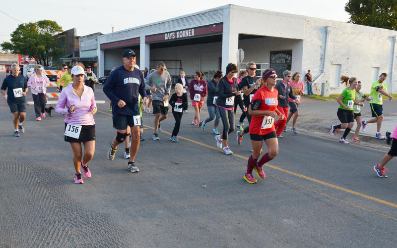 2015 Chiggerfest runners and walkers chase the chiggers out of Delta County.