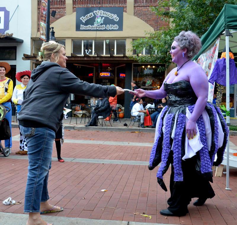 Ursula aka Samantha Albert accepts her award from Heather Salverino of Plain 'N Fancy Sandwich Shoppe.