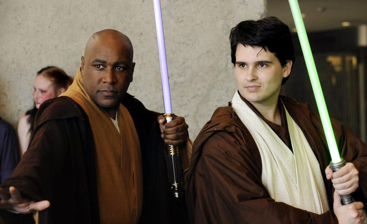 Two Jedi ready for battle