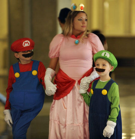 Princess Peach with her favorite plumbers
