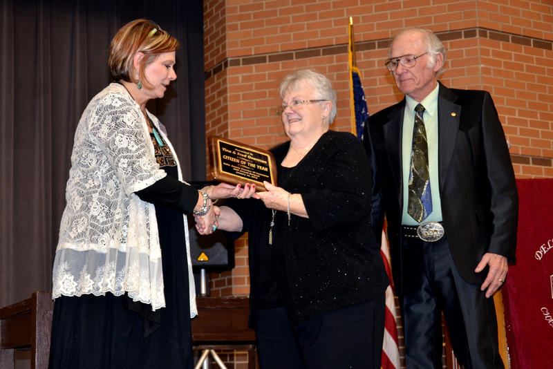 Chamber President Kathy Houchins presents Tina and Fred Overman with Volunteers of the Year Award
