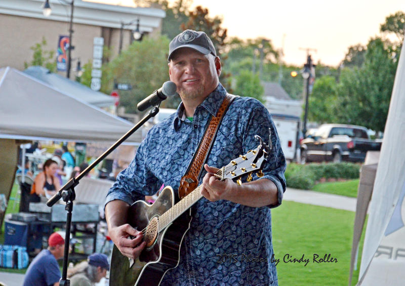 Monty Tipps entertains fans and country music lovers on Celebration Plaza in Sulphur Springs.