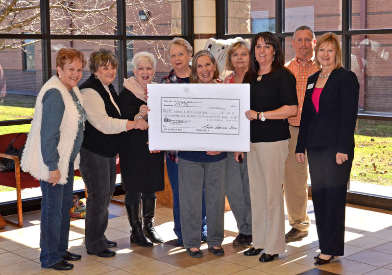 Junior Afflatus Club gives to Maroon & Gray Foundation.