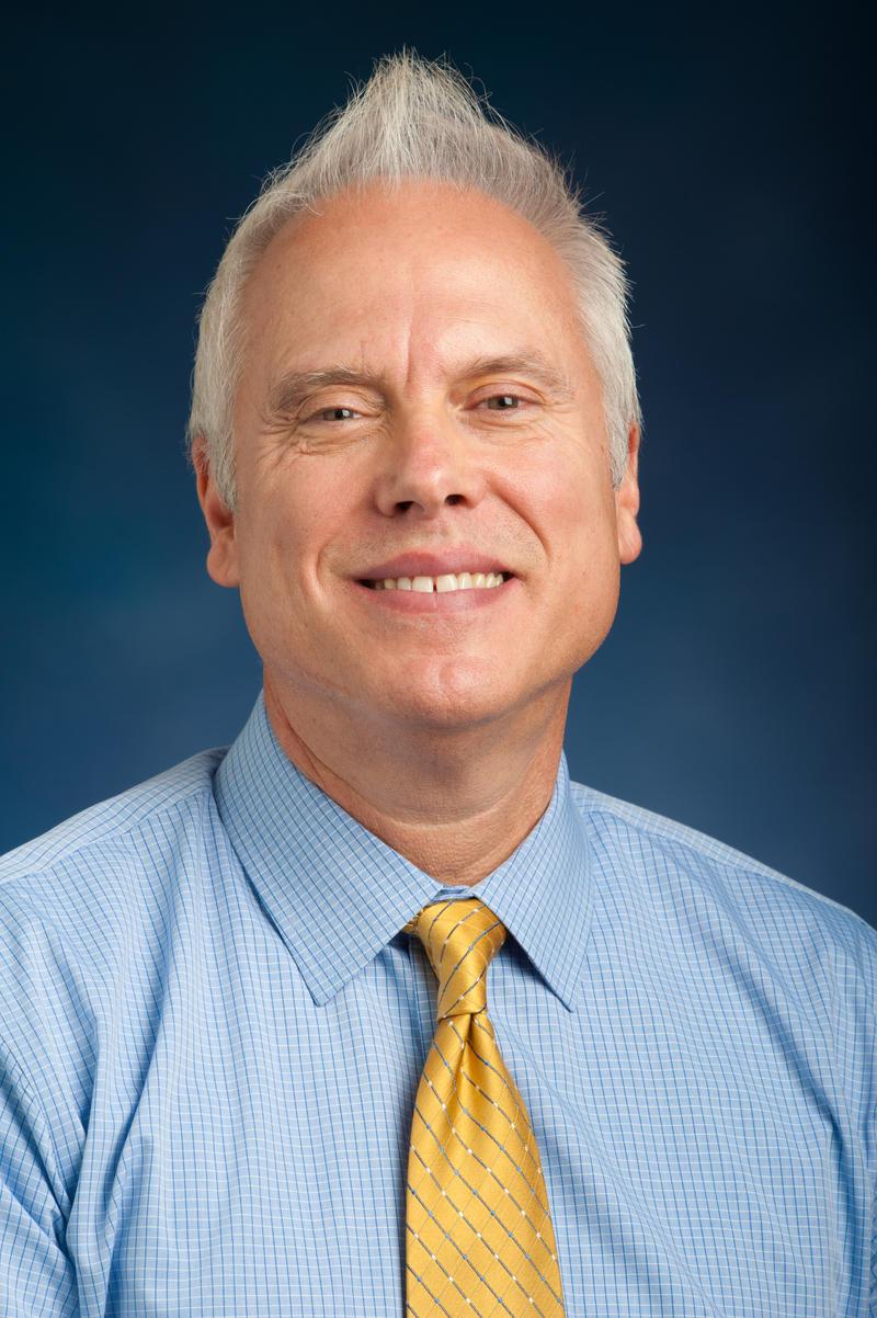 Dr. Tomás Aguirre