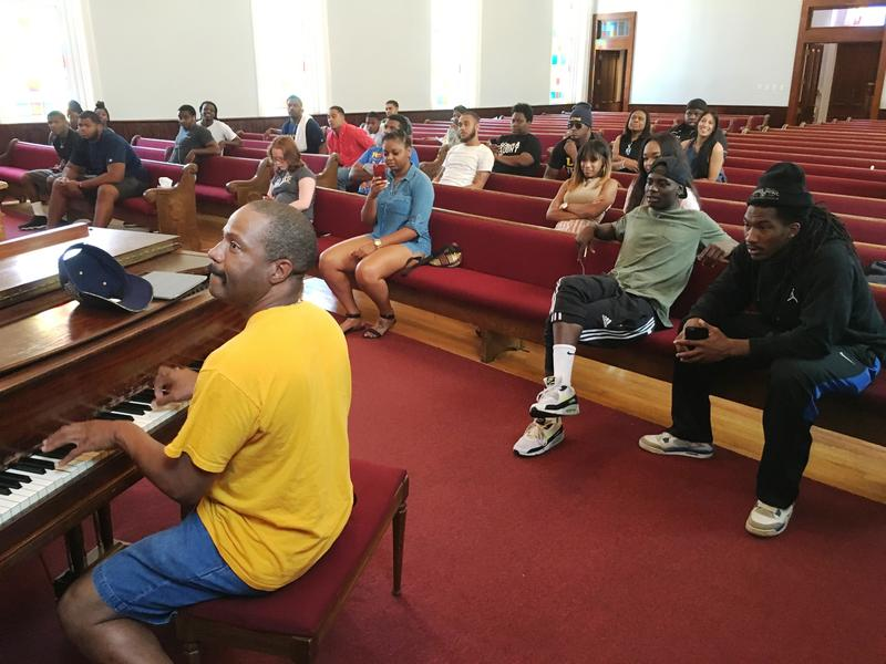 LaVelle Hendricks entertains students at the Dexter Avenue Baptist Church in Montgomery, Ala.