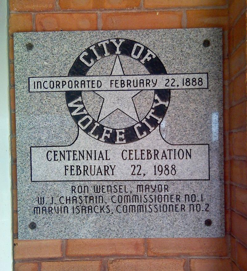 Wolfe City Centennial plaque