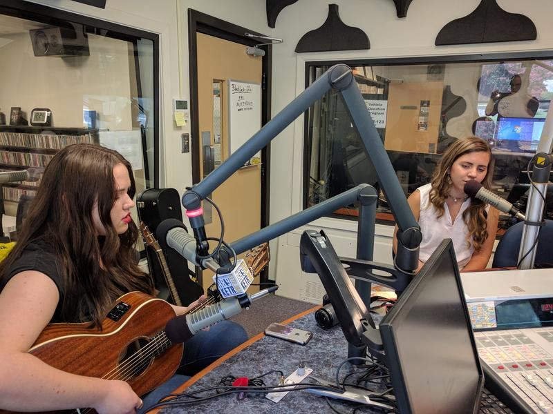 Frankie Lee (left) and Peyton Stilling (right) performing a duet at KETR.
