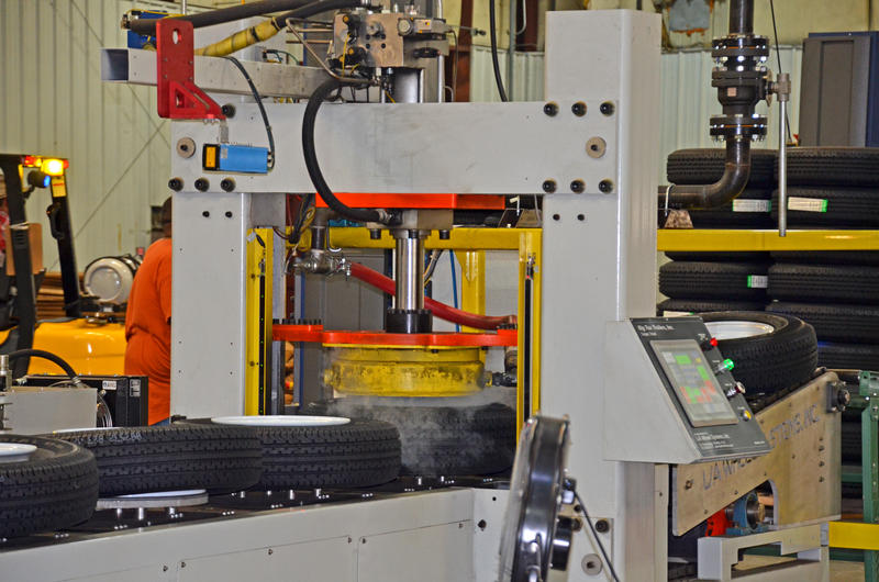This new mounting machine can process up to 3,500 tires per day.